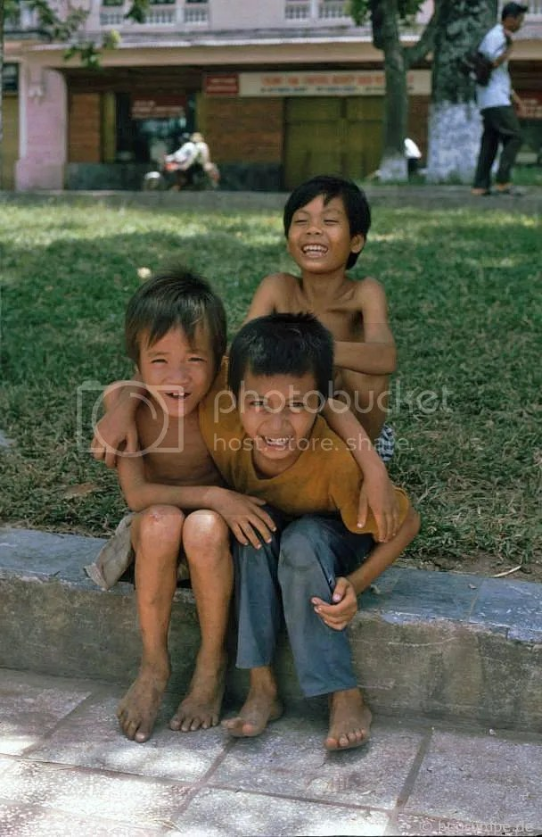 Hồ Hoàn Kiếm - trẻ em đường phố: Hà Nội