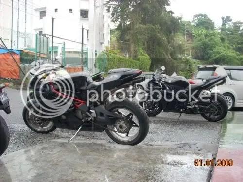 two black beauties ~ Riks MV Agusta F4i & the R1
