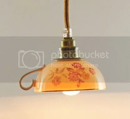Hängelampe in Tassenform beleuchtet Küche Esszimmer Keramikleuchte Porzellantassenleuchte Kaffeetassenlampe Teetassenleuchte weiß Blumendekor