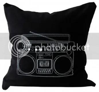 Kissen schwarz Kassettenrekorder Motiv bedruckt Knöpfe 50 x 50 Couchkissen Sofakissen online kaufen Design mit Fülllung