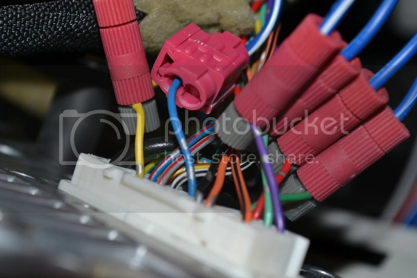 hight resolution of another shot of the harness from the bazooka connected to the head unit