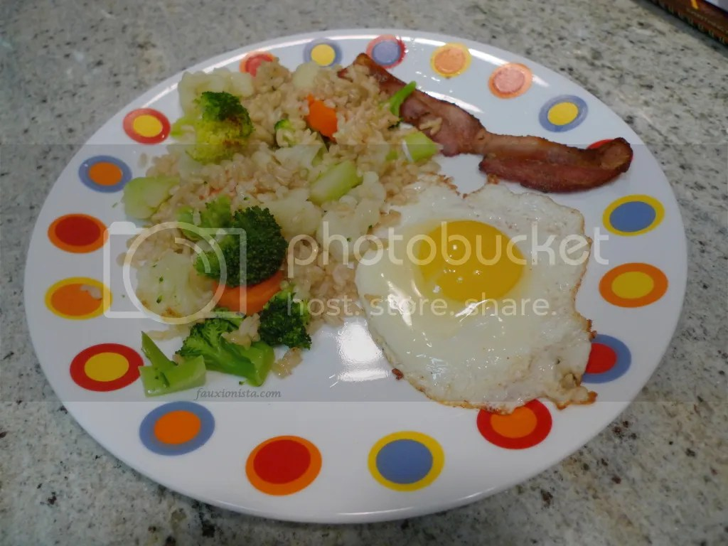Fried egg, bacon, brown rice & mixed vegetables