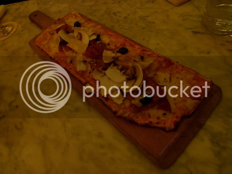 Cafe La Favorite Paris Marais Funghi Pizza