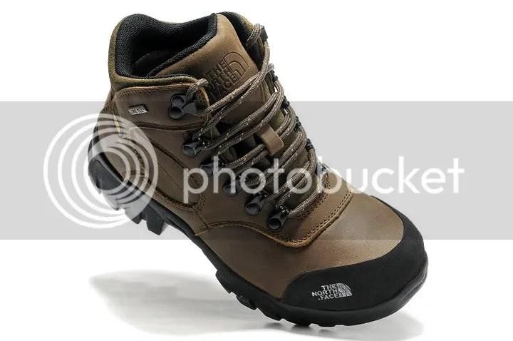 memilih ukuran sepatu gunung