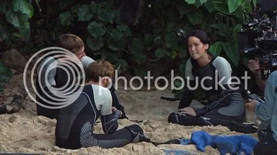 Jennifer Lawrence, Sam Claflin y Josh Hutcherson en el rodaje de En llamas