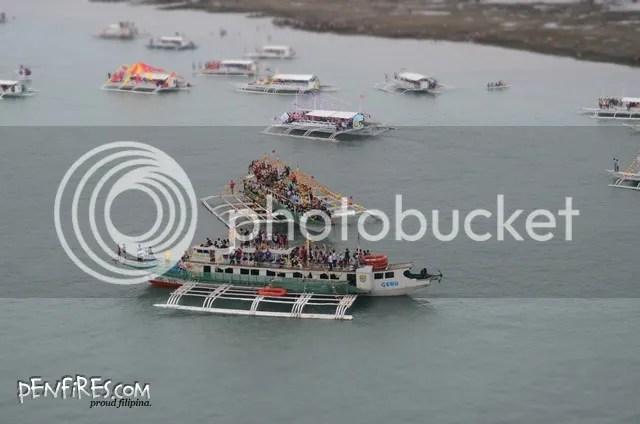 Fluvial parade boats and Sto Nino devotees