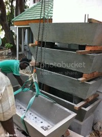 Bakki shower in concrete