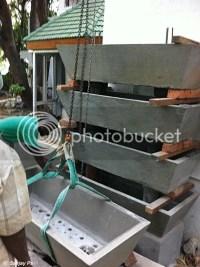 Bakki shower in concrete