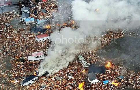 tsunami photo, tsunami happen at japan 2011, tsunami tragedy 2011 japanese