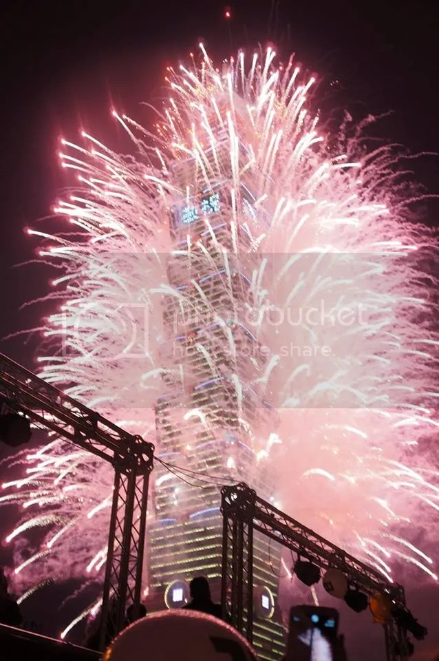 photo FIREWORKS-Amy_zpsd2e12e4c.jpg