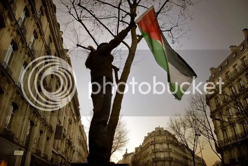 Rassemblement unitaire en soutien au peuple Palestinien place de l'Opéra à Paris le 27-12-08  (1/5)