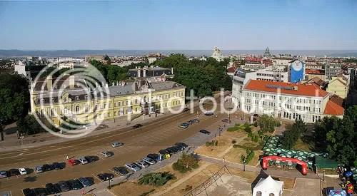 Площад Батенберг, Национална художествена галерия, Насърчителна банка. На мястото на градината беше мавзолеят на Георги Димитров.