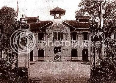 Mặt tiền Trường Nữ Sinh Áo Tím năm 1925