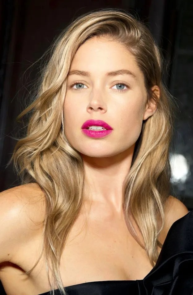 Le Fashion Blog Beauty Inspiration Bright Fuchsia Pink Lips Matte Lipstick Model Doutzen Kroes Blonde Hair Backstage photo Le-Fashion-Blog-Beauty-Inspiration-Bright-Fuchsia-Pink-Lips-Matte-Lipstick-Model-Doutzen-Kroes-Blonde-Hair-Backstage.jpg