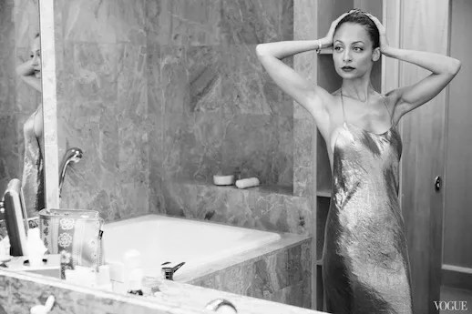 LE FASHION BLOG VOGUE PHOTO DIARY NICOLE RICHIE CFDA AWARDS 6 MARC JACOBS METALLIC SATIN SILK CRINKLE SLIP DRESS LOW CUT BLACK WHITE PORTRAIT IN BATHROOM photo LEFASHIONBLOGVOGUEPHOTODIARYNICOLERICHIECFDAAWARDS6.jpg