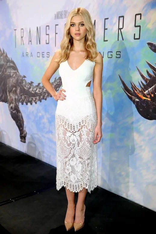 Le Fashion Blog Nicola Peltz White Stella McCartney Crochet Lace Midi Dress Transformers Blonde Wavy Hair Snake photo Le-Fashion-Blog-Nicola-Peltz-White-Stella-McCartney-Crochet-Lace-Midi-Dress-Transformers.jpg