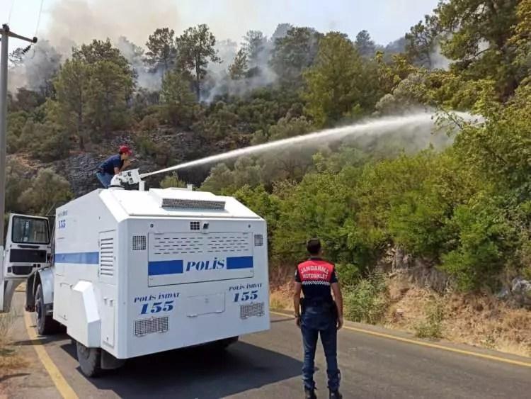 turkiye alevlere karsi tek yurek oldu asker polis ve halk omuz omuza 1628120015 2076 w750 h563