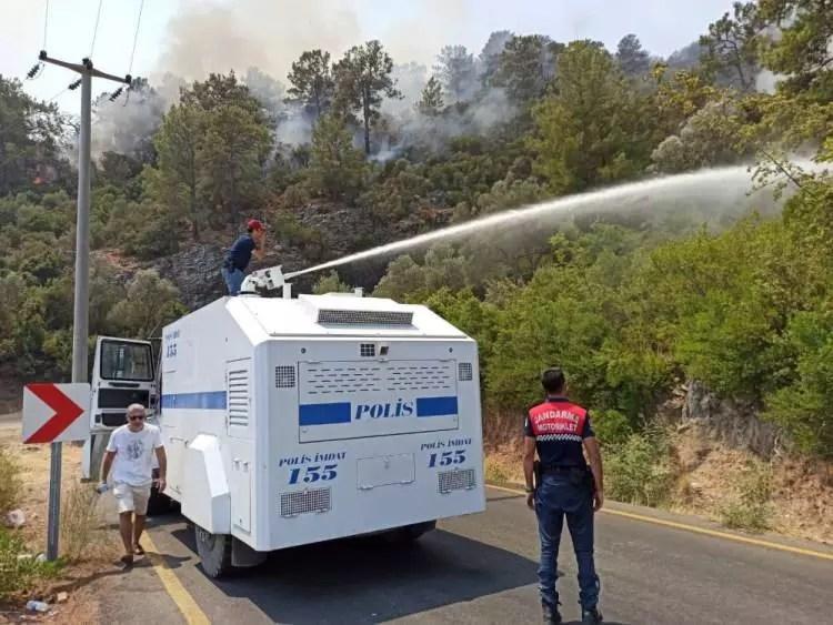 turkiye alevlere karsi tek yurek oldu asker polis ve halk omuz omuza 1628120039 7591 w750 h563