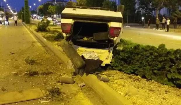 Elazığ'da araba takla attı: 2 yaralı 1