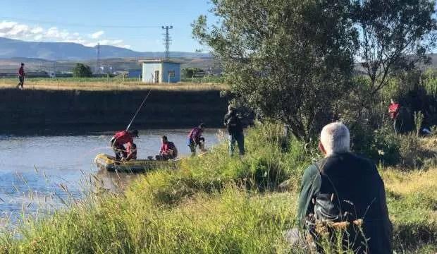 Serinlemek için Kars Çayı'na giren iki çocuk suda kayboldu 1