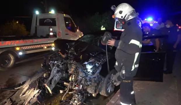 İki araba baş başa çarpıştı: 5 yaralı 1
