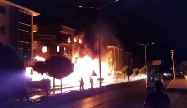 İzmir'de 4 katlı apartmanda korkutan yangın 1