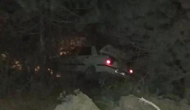 Araba şarampole devrildi: 2 yaralı 1