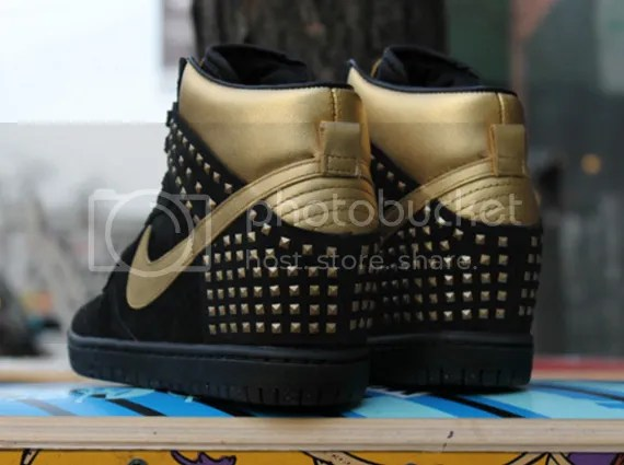 photo nike-wmns-dunk-sky-hi-gold-studs-01_zps70734dd5.jpg