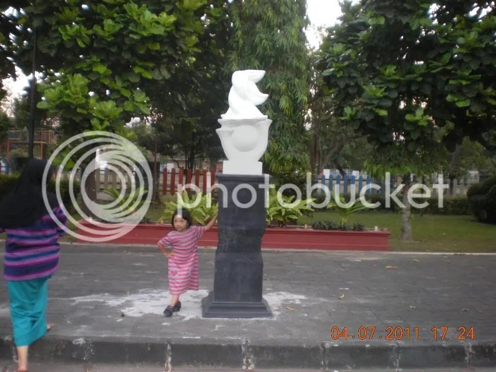 Patung Rektorat UNY