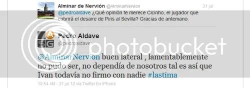 2012-07 (31) Pedro Aldave sobre Cicinho, Pedro Aldave sobre Cicinho