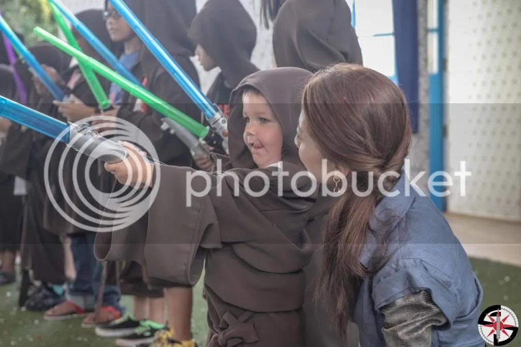 Tenel Ka Djo assisting a youngling