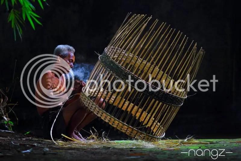 Merajut Anyaman bambu