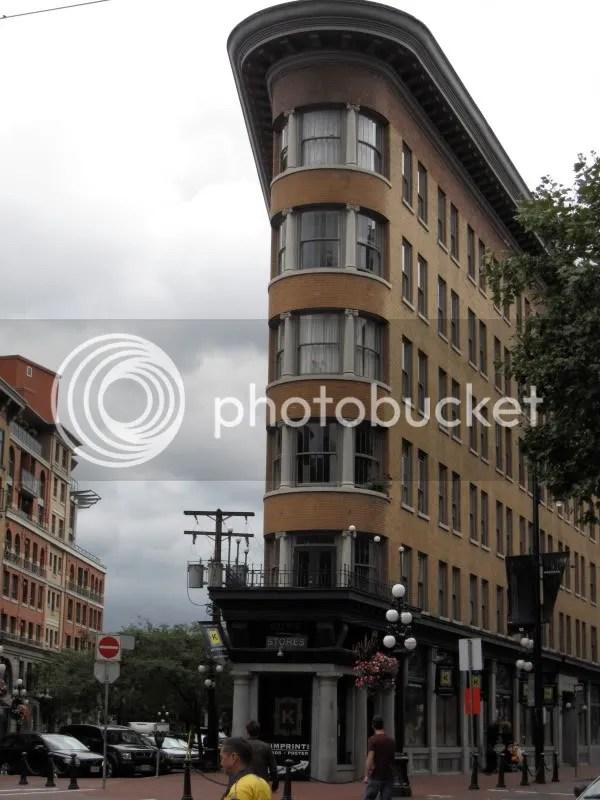 Flatiron-like building