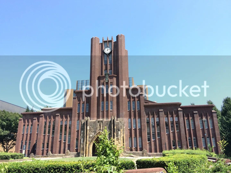 Tháp đồng hồ, tòa nhà chính của trường.