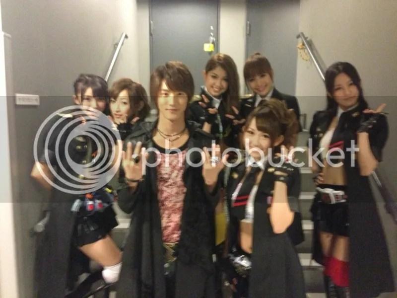 Kamen Rider GIRLS com o ator Shiraishi Shunnya