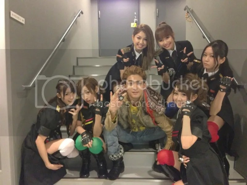 Kamen Rider GIRLS com o ator Nagase Tasuku