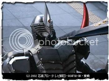 Kamen Rider Gai encurralado por Knight