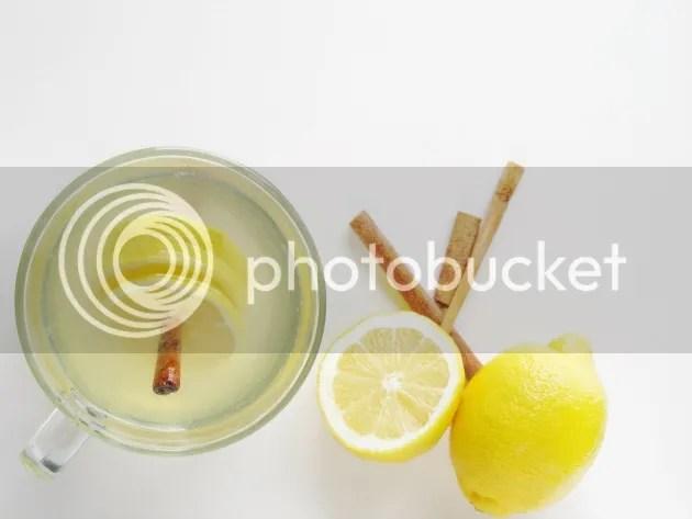 Hot cinnamon Lemon water