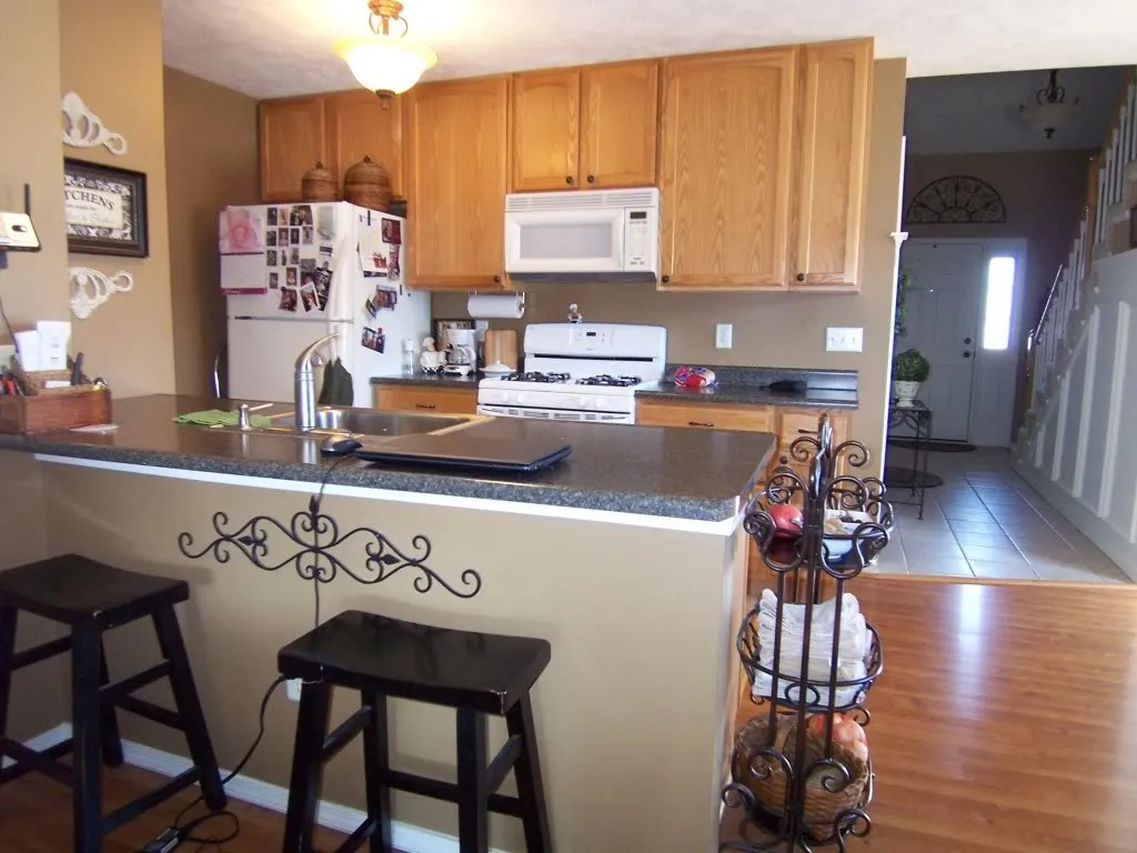 Oak Cabinet Kitchen Yes You Can Paint Your Oak Kitchen Cabinets Home Staging In