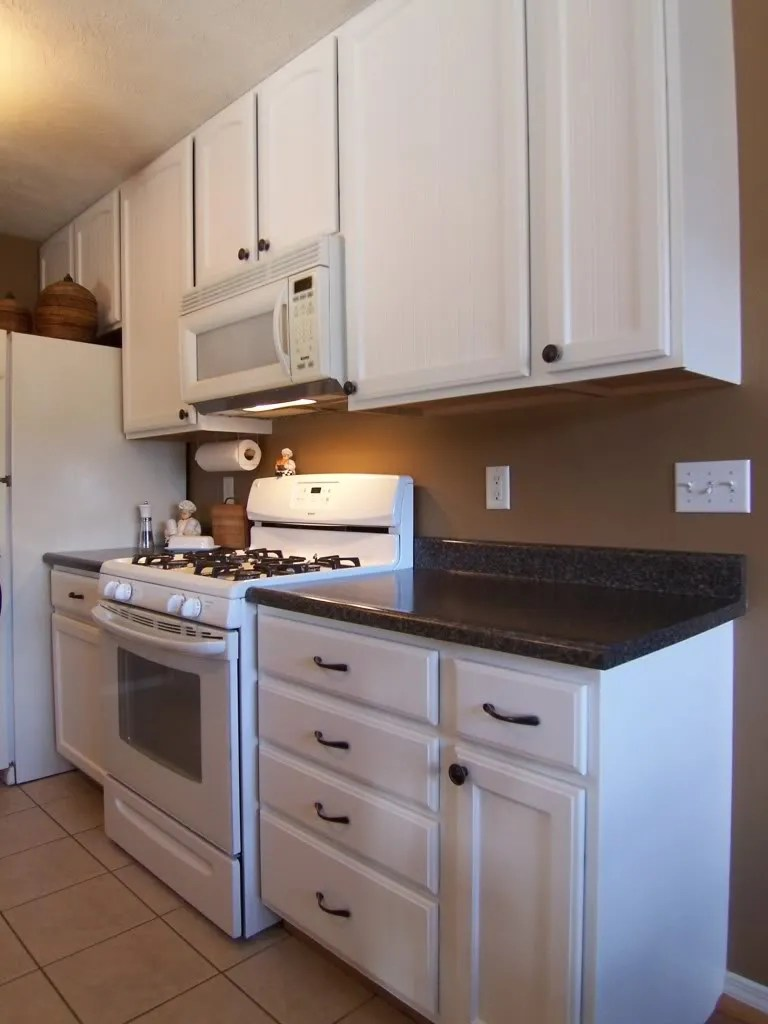can kitchen cabinets be painted white yes you can paint your oak kitchen cabinets home 9353