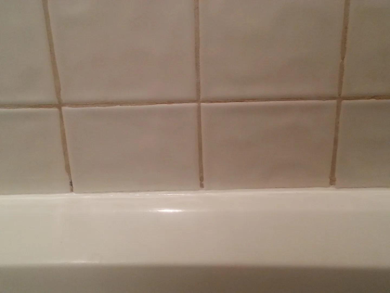 How to Caulk Your Bathtub / HomeStagingBloomingtonIL