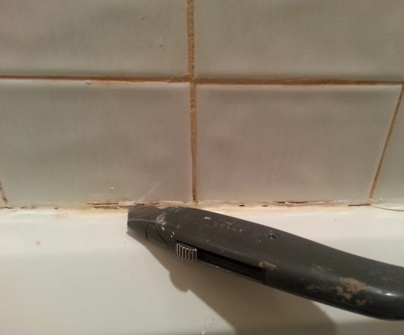 How to Caulk Your Bathtub / HomeStagingBloomingtonILg