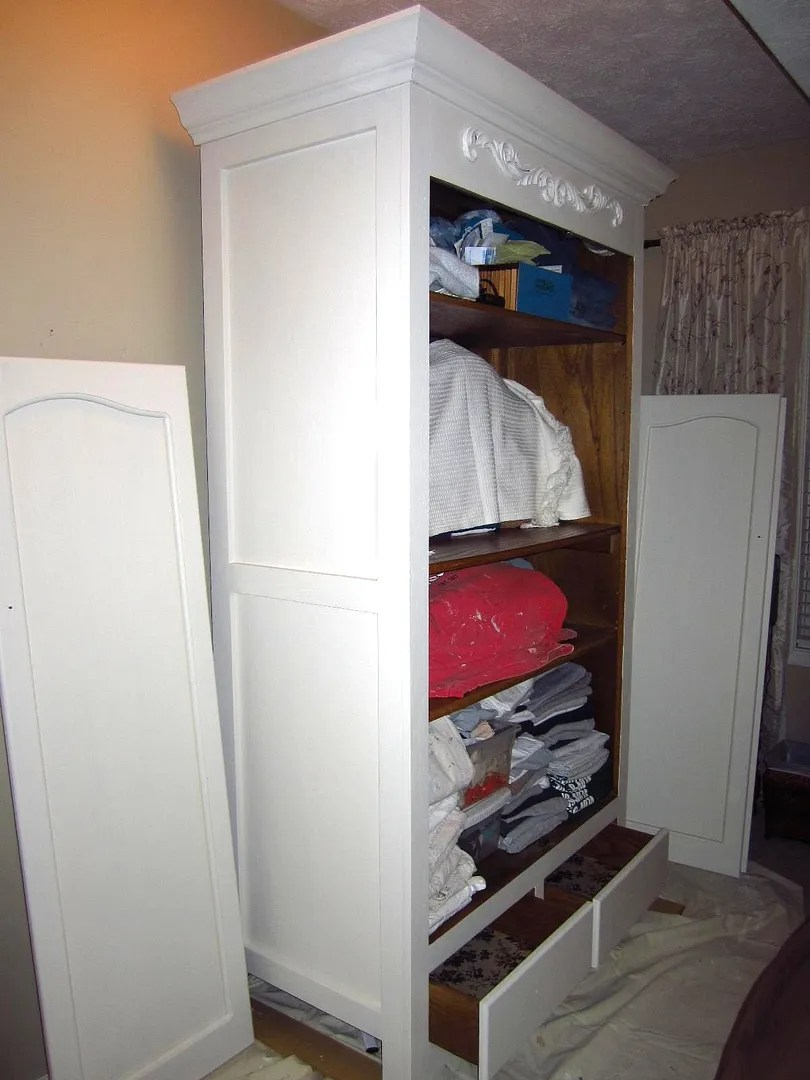 How to Paint and Distress Furniture the Easy Way / HomeStagingBloomingtonIL