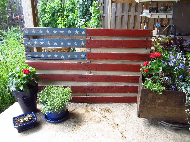 American Flag Pallet / HomeStagingBloomingtonIL