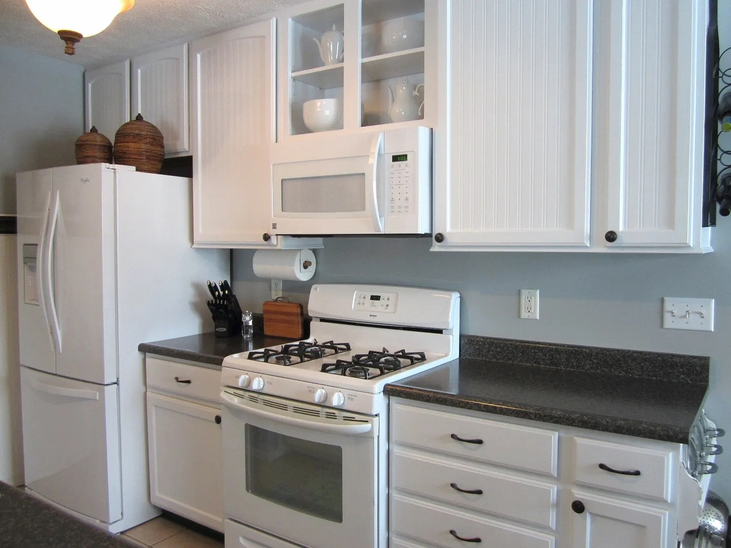 Cabinet paint that matches white kitchen appliances home for White kitchens cabinets