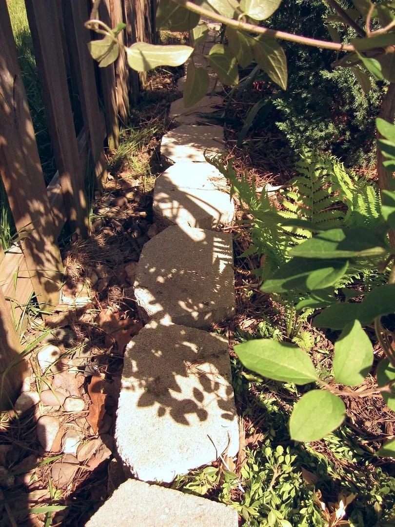 Small-space Side Yard Garden / MyUrbanGardenOasis