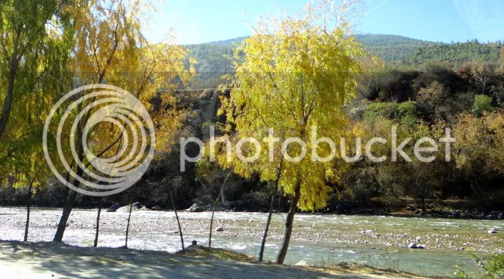 river akha Dzong 211112 Bhutan