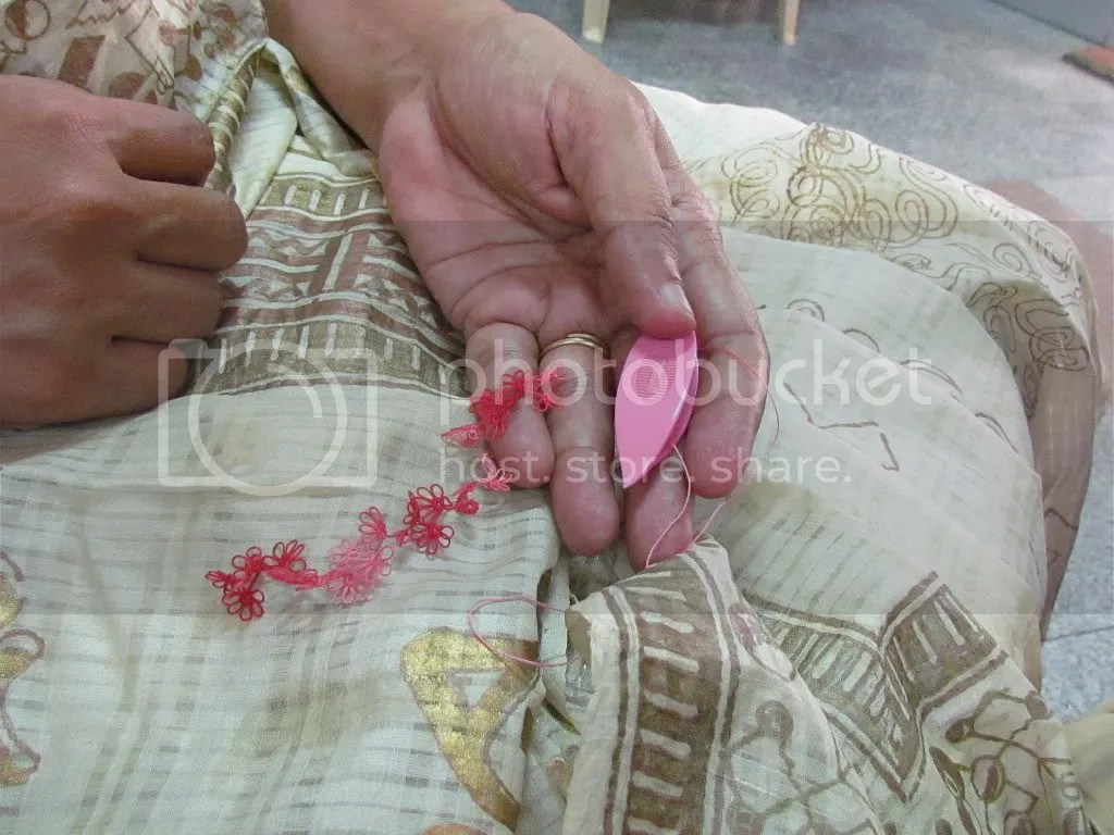 tatting small 110412