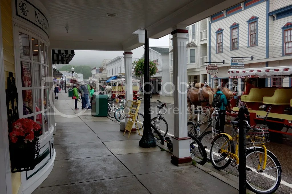 photo Main Street Mackinac_zpspj4b7nrx.jpg