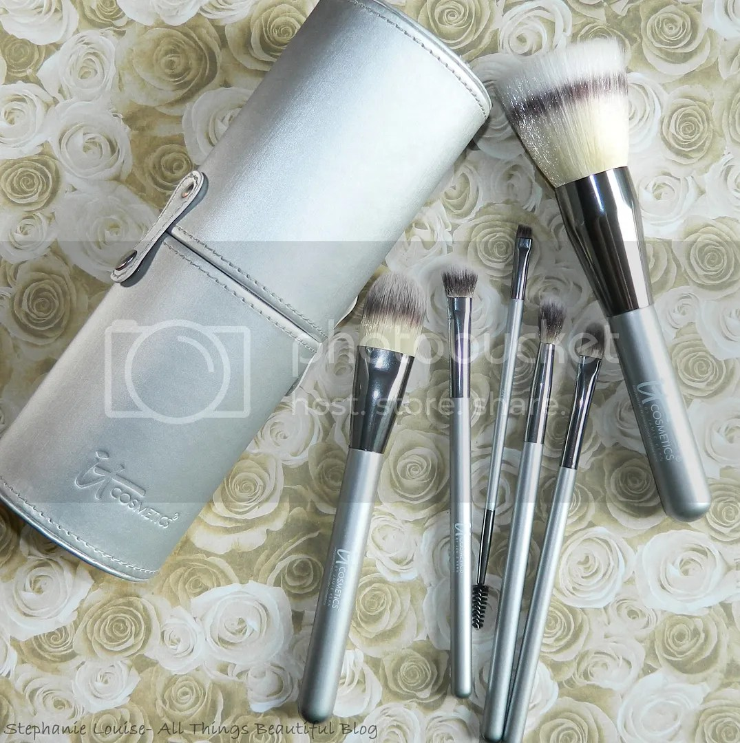 Heavenly Luxe French Boutique Blush Brush #4 by IT Cosmetics #20
